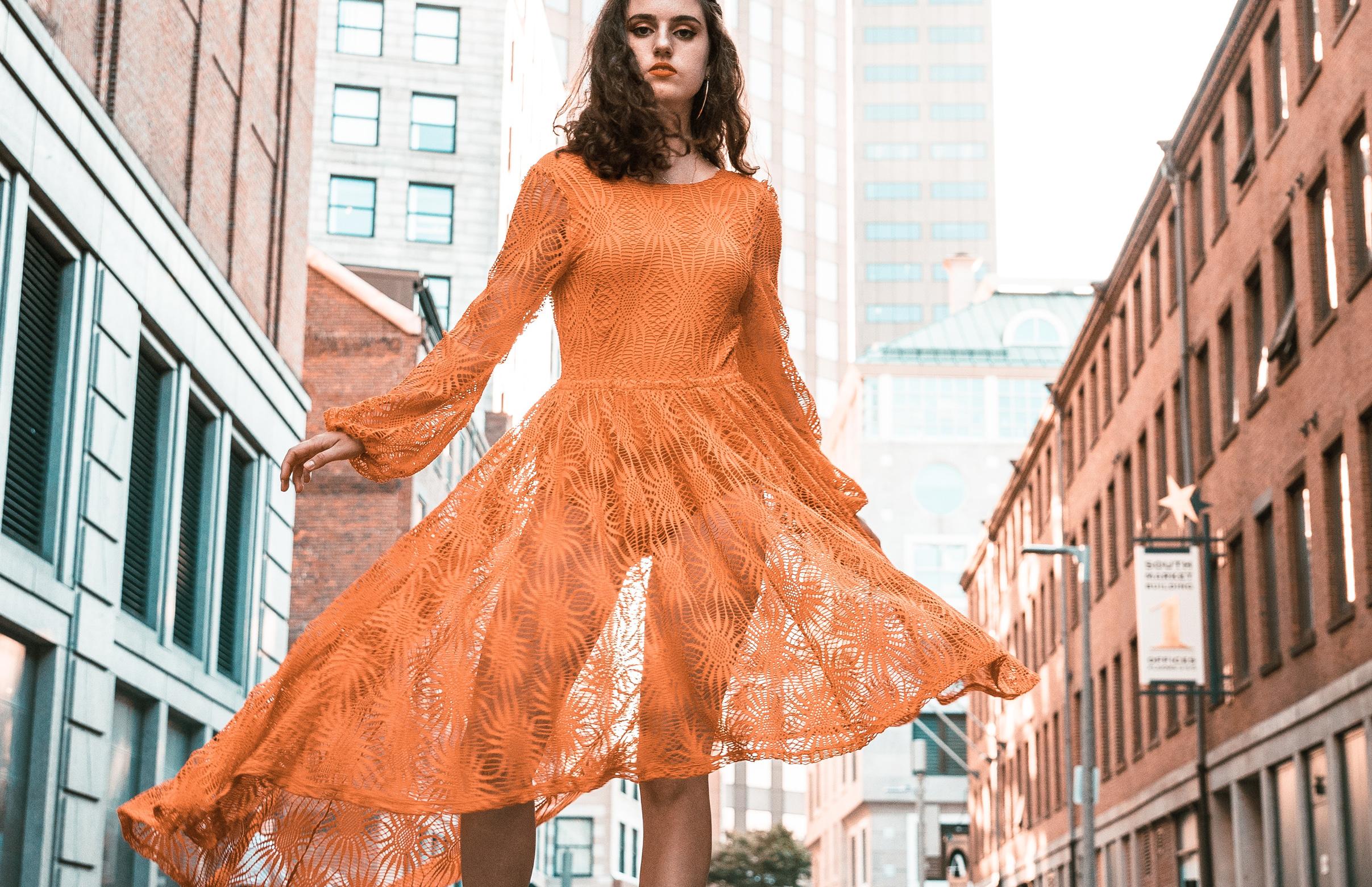 rochii in tendintele toamnei 2018, rochii pentru toamna aceasta, ce rochii se poarta in toamna asta, tendinte in moda pentru toamna-iarna 2018